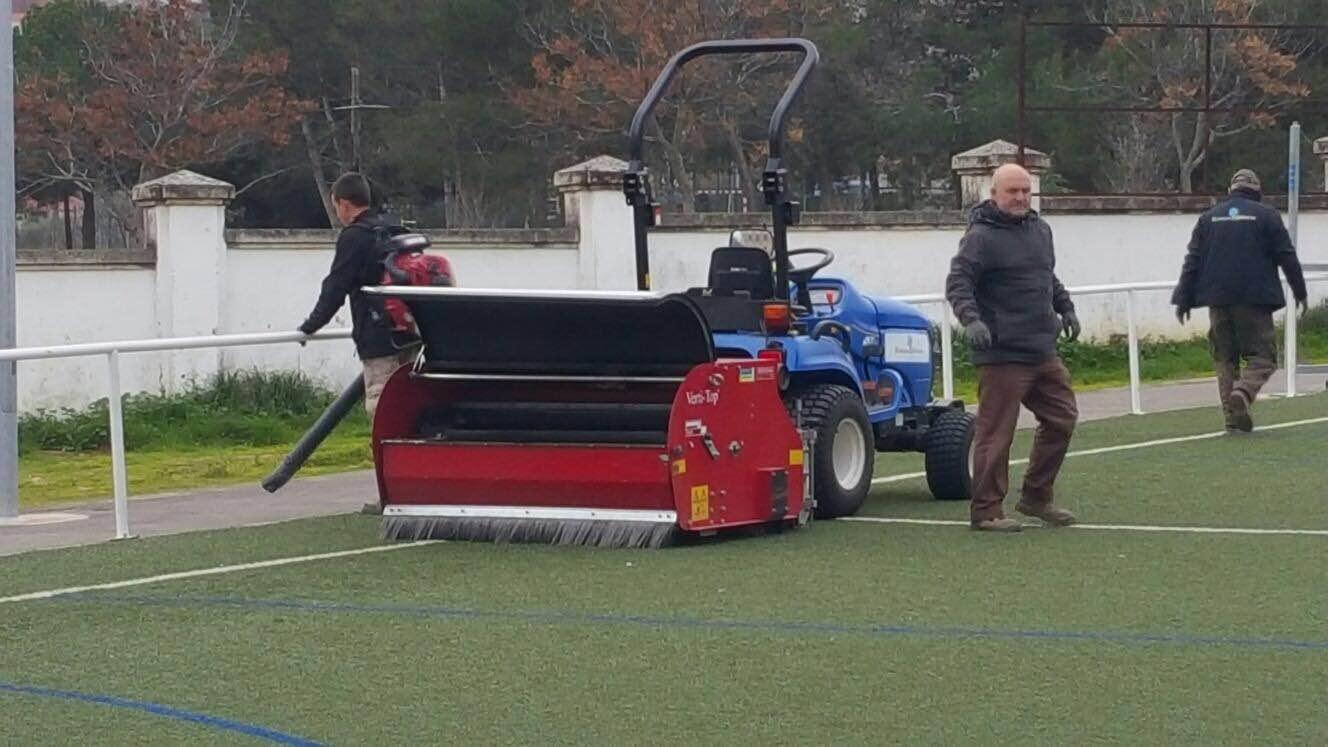 mantenimiento de campo de fútbol