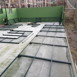 Instalación de pistas de pádel de césped artificial o sintético, cuanto cuesta hacer una pista de pádel, precio pista de padel, venta de pistas de pádel