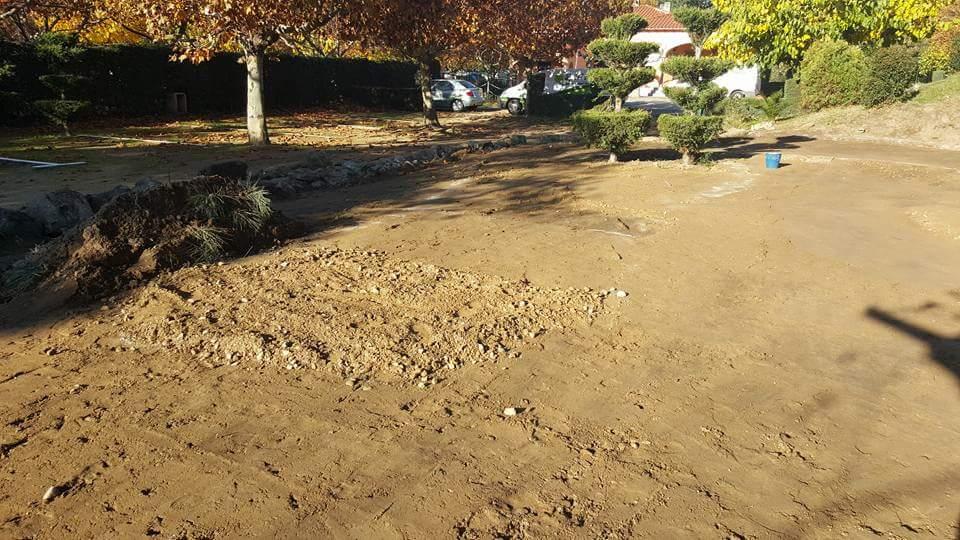 preparación terreno para campo de mini golf