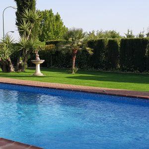 Empresa de paisajismo, Césped artificial para piscina, piscina con césped artificial