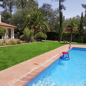 Empresa de césped artificial Extremadura, césped artificial en Badajoz, césped artificial para piscinas