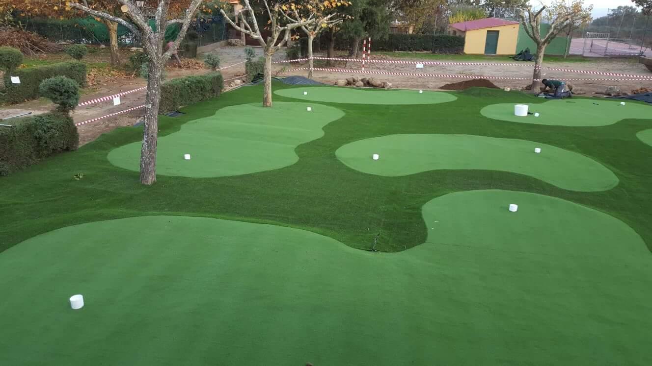 Construcción campo de mini golf