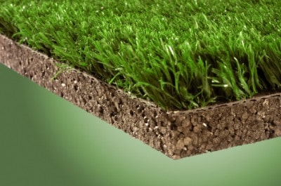 Maintain the artificial grass of the padel courts