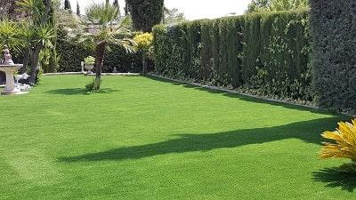 Césped sintético para jardín, jardines con césped artificial, diseño de jardines, paisajismo jardines